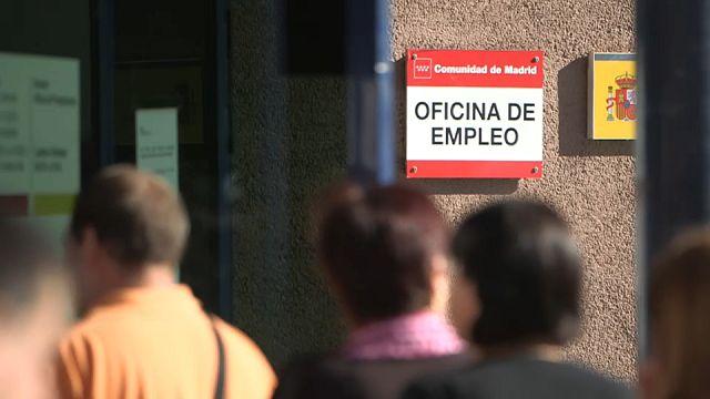 El paro en España baja de los cuatro millones
