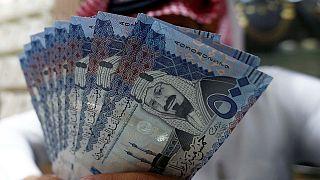 موظفو السعودية يتقاضون راتب شهر الاسد بعد انتظار 40 يوماً