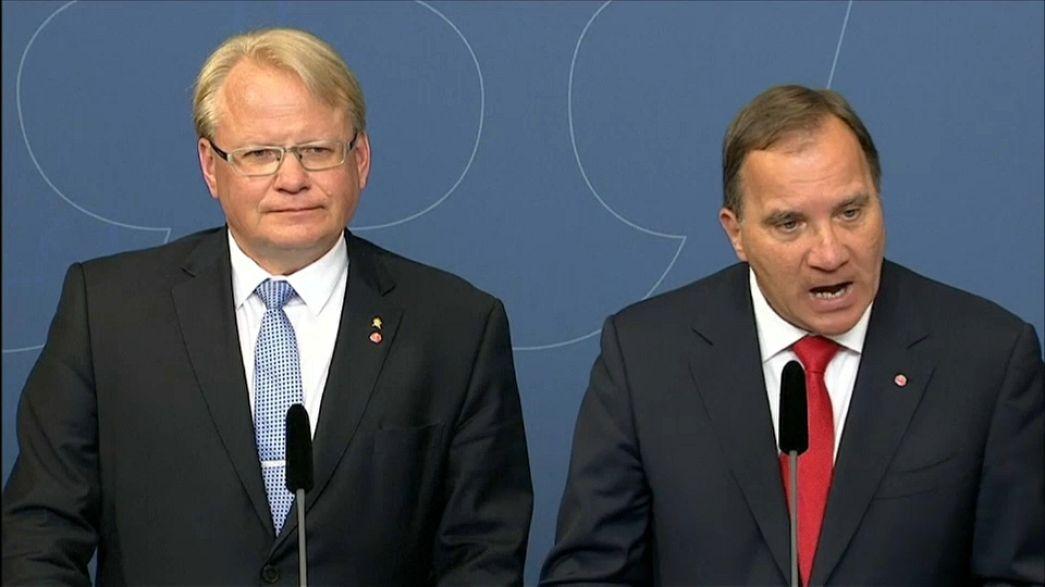 Швеция: премьер уволил двух министров