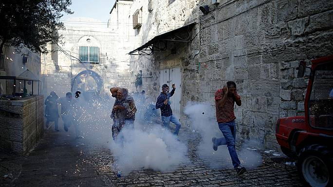 Un centenar de heridos en Al Aqsa pese a levantarse los controles de metal