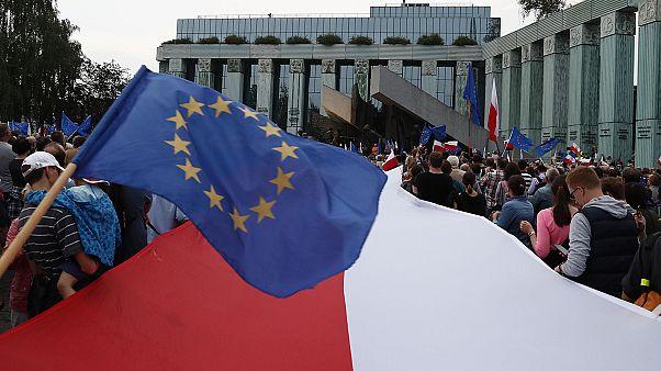 The State of the Union: AB Polonya'yı yardı reformu konusunda uyardı