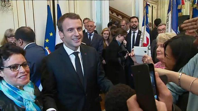 Macron mültecilere kucak açtı