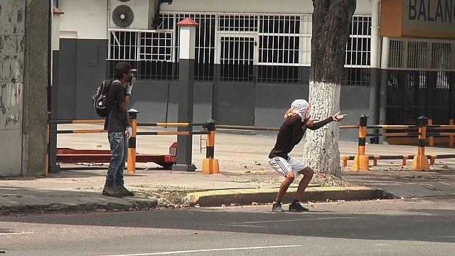 مادورو يدعو المعارضة للحوار و واشنطن تأمر دبلوماسييها بالمغادرة