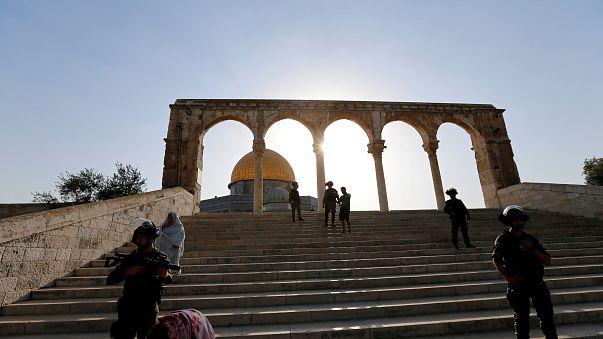 Policia israelita veta acesso à Esplanada das Mesquitas aos homens com menos de 50 anos para a oração de sexta-feira