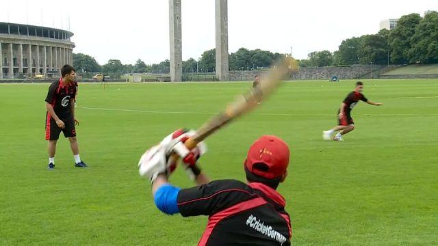 Mülteciler kriket sporunu Almanya'ya taşıdı