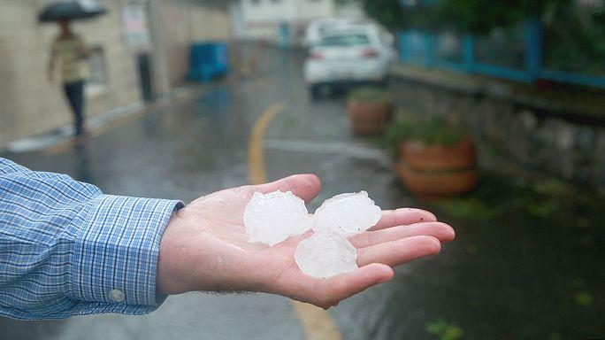 Devastante tempesta colpisce Istanbul, chicchi di grandine grandi come palline da golf