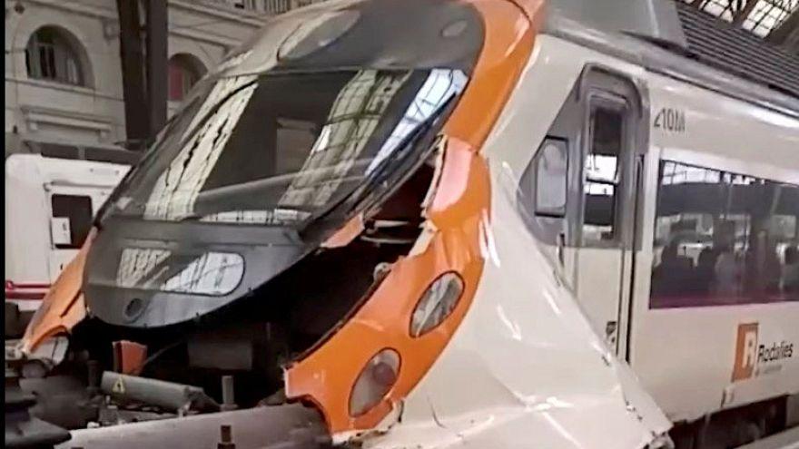 Nicht rechtzeitig gebremst: 54 Verletzte nach Bahnunfall