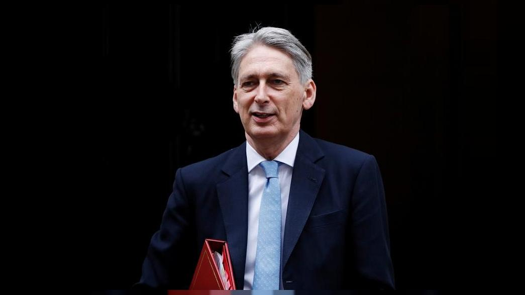 Hammond says UK will seek three-year transitional Brexit deal