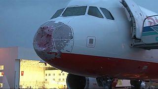 Fırtınaya yaklanan uçak acil iniş yaptı