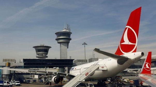 بريطانيا ترفع حظر الأجهزة الإلكترونية على الطائرات القادمة من تركيا