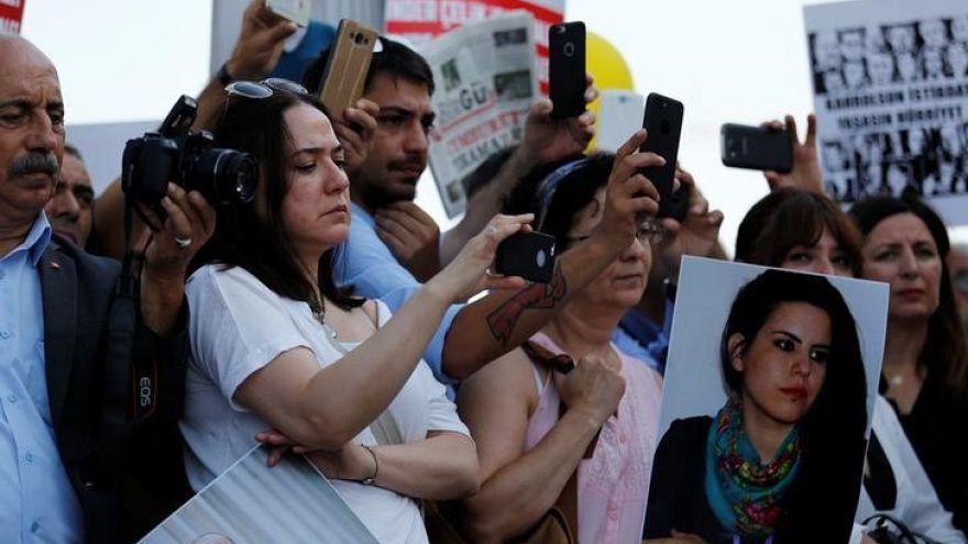 """الافراج المؤقت عن سبعة متعاونين مع صحيفة """"جمهورييت"""" التركية"""