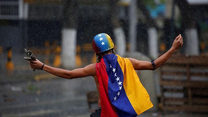 Seçimlere 1 gün kala Venezuela'da protestolar devam ediyor
