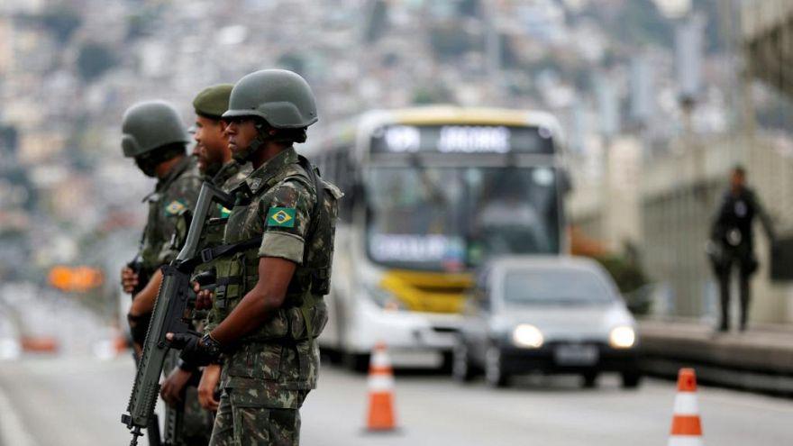 Militares chegam ao Rio para combater crime organizado
