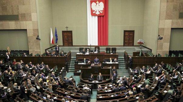 Bruxelas lança procedimento contra a Polónia