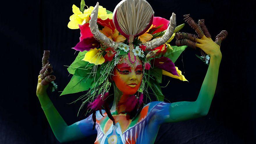 Klagenfurt Bodypainting: Verrückte Farben auf Menschen aus 50 Ländern