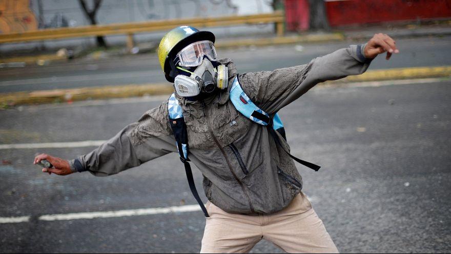 ادامه اعتراضات در ونزوئلا، در آستانه انتخابات برای تشکیل مجمع ملی