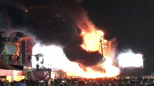 Barcelona'da düzenlenen müzik festivalinde yangın çıktı