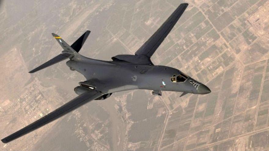 پرواز دو بمب افکن آمریکایی بر فراز شبه جزیره کره