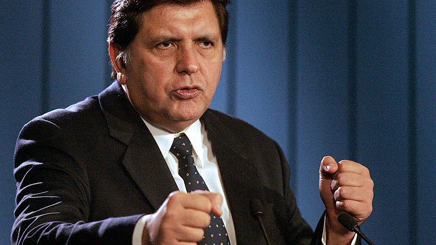 Image: Peruvian President Alan Garcia takes questions at a news conference