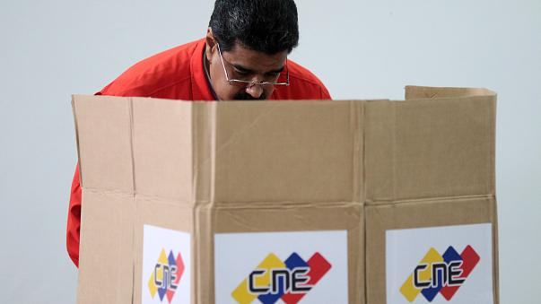Venezuela'da tartışmalı seçimlerde oy verme işlemi başladı