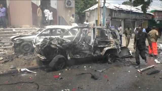 عشرات القتلى والجرحى في انفجار سيارة ملغومة بالعاصمة الصومالية