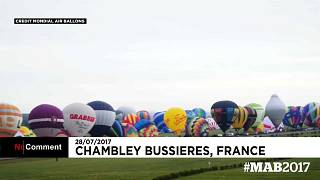 Céu de França repleto de balões de ar quente