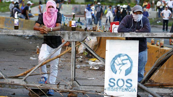 Venezuela: muertos, barricadas y urnas a medio llenar