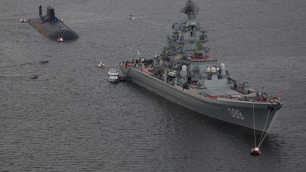 Putin mostra i muscoli e mette in mostra i gioielli della flotta militare