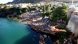Bosnia: thousands watch Mostar bridge-jumping contest