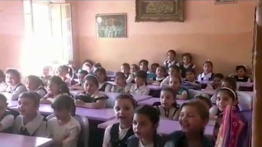 عودة الأطفال إلى المدارس في الموصل رغم حرارة الصيف