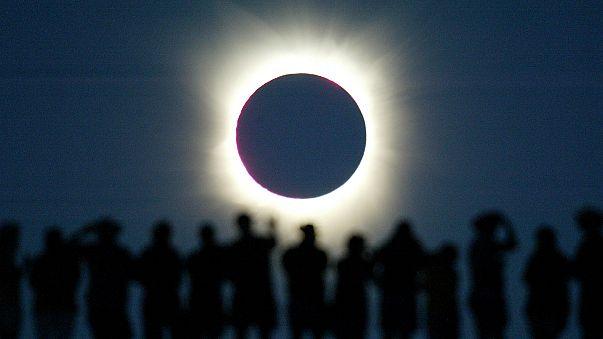 USA: fermento per l'eclissi totale di sole. Piani d'emergenza, eventi speciali e astrologi in delirio
