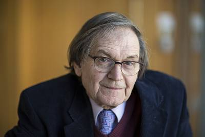 Roger Penrose proposed the idea of a sequence of universes evolving over time.