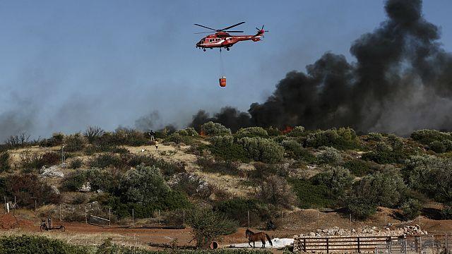 Греция: пожары подошли к Афинам