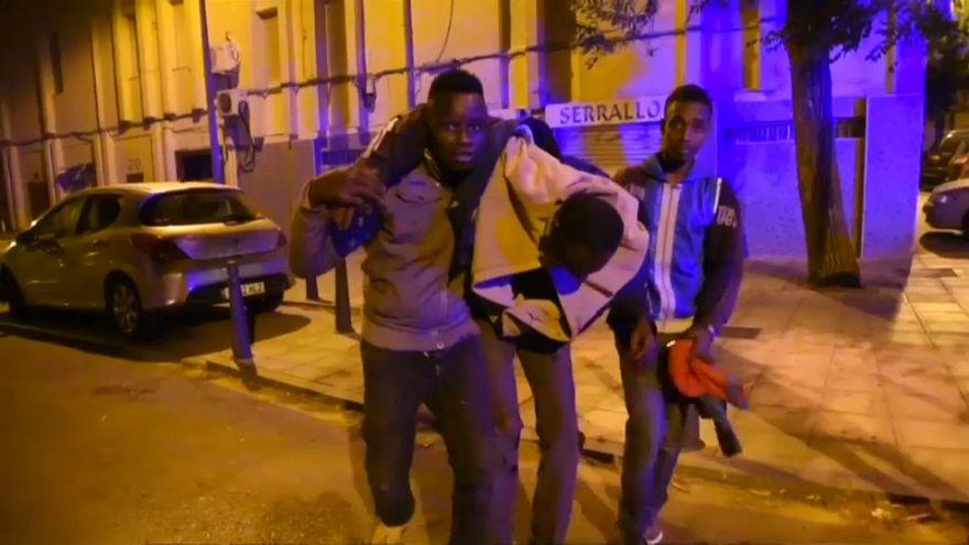 Des migrants se blessent en forçant la frontière à Ceuta