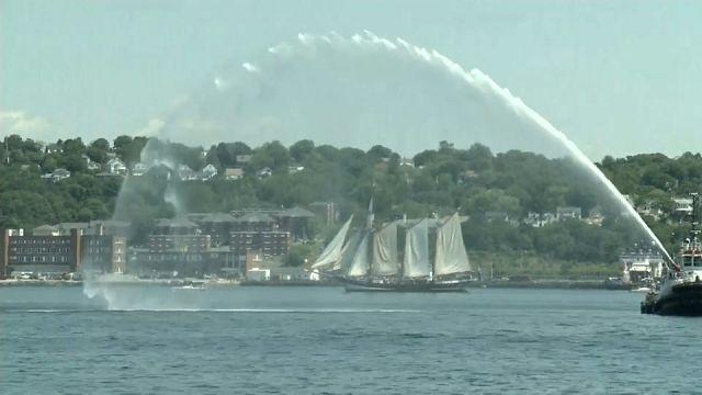 Parade des grands voiliers à Halifax