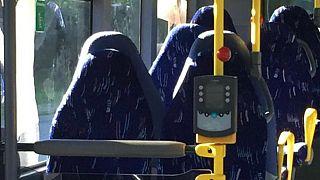 وقتی که صندلیهای اتوبوس با زنان برقعپوش اشتباه گرفته می شوند
