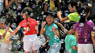 Millió buborék az égen Hongkongban