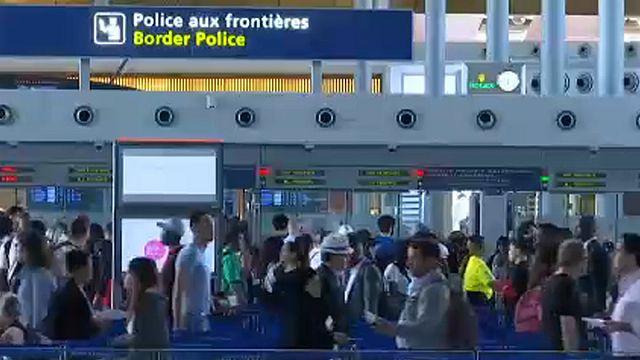 AB'de kontroller arttı; yolcu kuyrukları uzadı