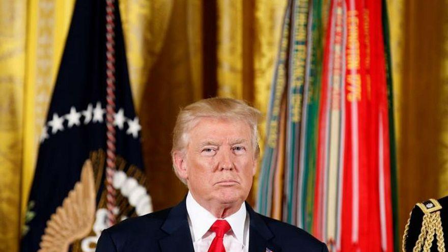 ترامب يوقع مشروع قانون العقوبات على روسيا ويصفه بالمعيب