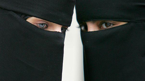 Des identitaires tournés en ridicule, ils voient des burqas partout