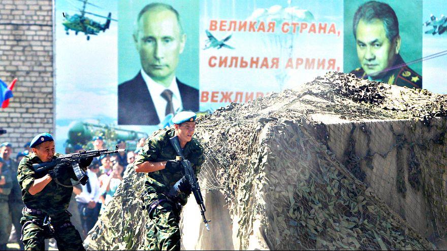 Paraşütçüler Moskova'da toplandı