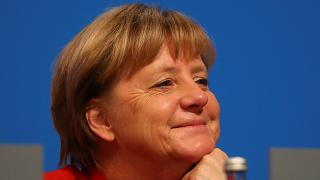 """""""Sparsamkeit ist eine Tugend"""": Merkel wandert 5. Jahr in Folge im selben Outfit"""