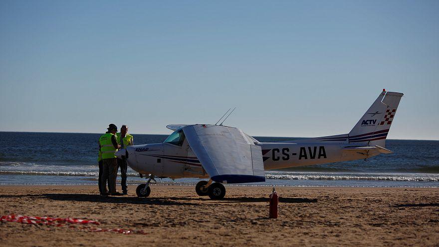 Portekiz'de sahile uçak indi: 2 ölü