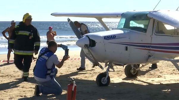 مقتل شخصين بسبب هبوط اضطراري لطائرة صغيرة على شاطئ في البرتغال