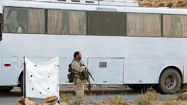 Militanti sunniti evacuati dal Libano verso la Siria