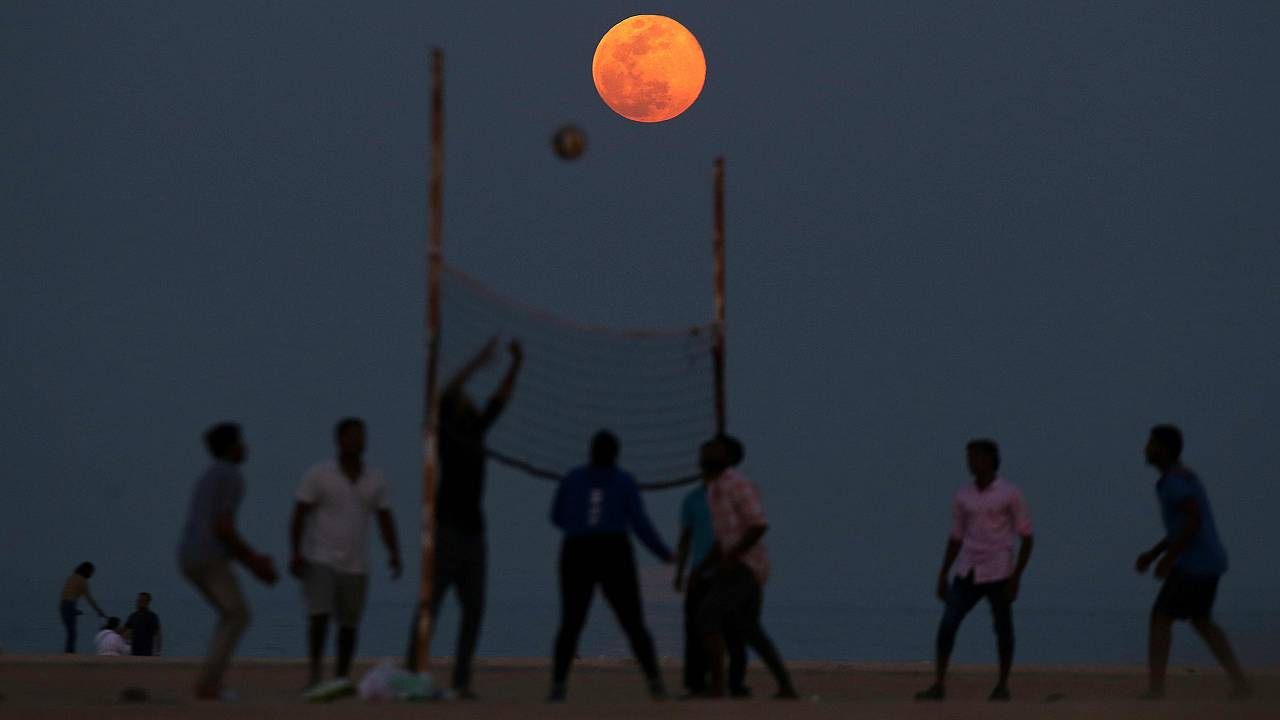 Image: KUWAIT-FULL-MOON