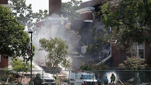 Explosão mata duas pessoas numa escola de Minneapolis