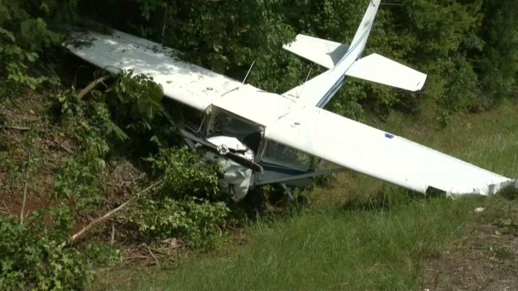 كاميرا للشرطة تلقط لحظة تحطم طائرة صغيرة في تكساس
