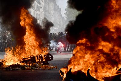 Yellow vest demonstrators set motorbikes on fire as they protest for a 23rd week on April 20, 2019 in Paris.