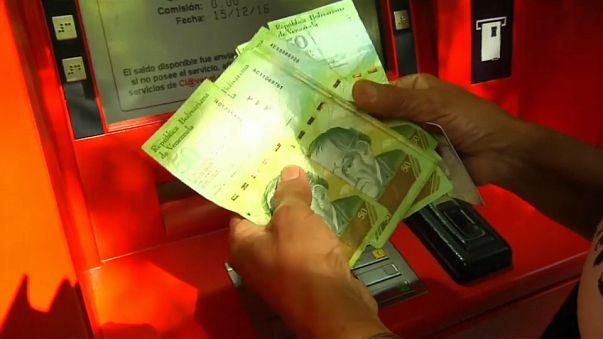 El bolívar se hunde y arrastra a la economía venezolana